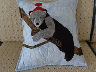 Bear Cub Quilt Pattern. Pillow made by Elisabeth | Whims And Fancies